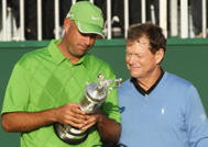 Cink and Watson look admirably at the Claret Jug after the 2009 British Open